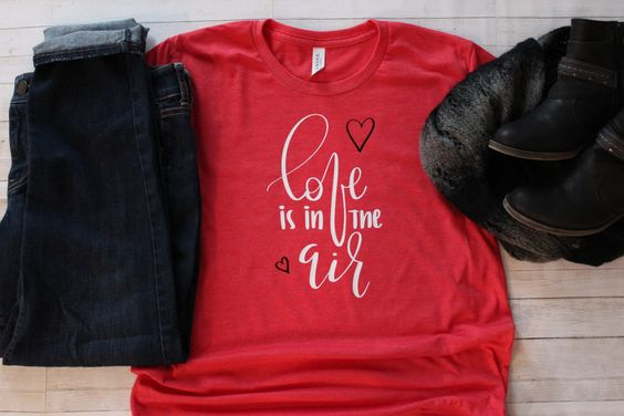 Love is in the Air T-Shirt ND28J0